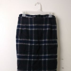 Vintage-Inspired Plaid Skirt